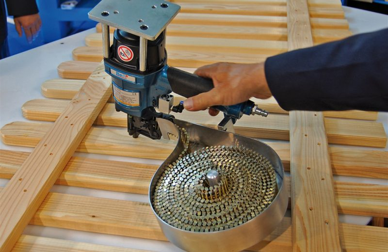 Jedno urządzenie do montażu różnych płotów ipodestów