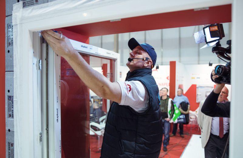 Ponad 50 godzin montaży drzwi iokien na żywo